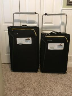 It Luggage, Set Of 2.Very Light Suitcases! Black With Yellow